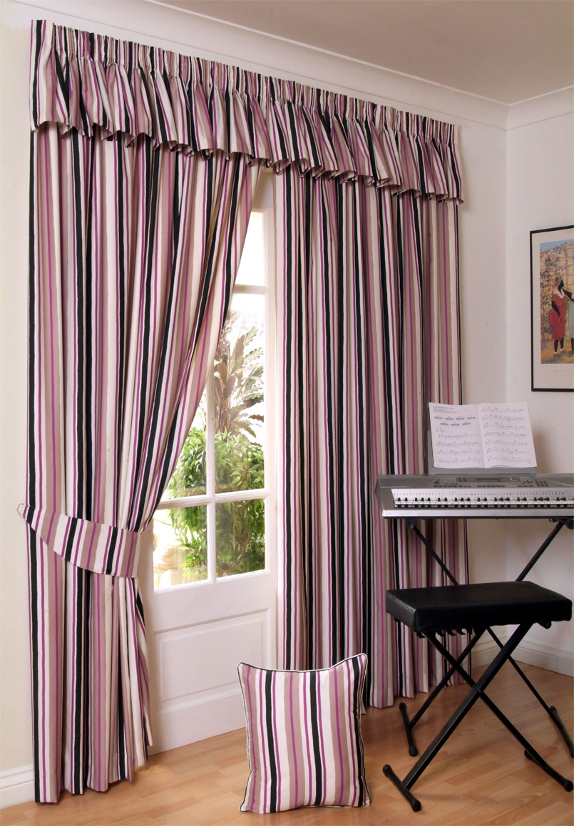 Bay window curtain rod set